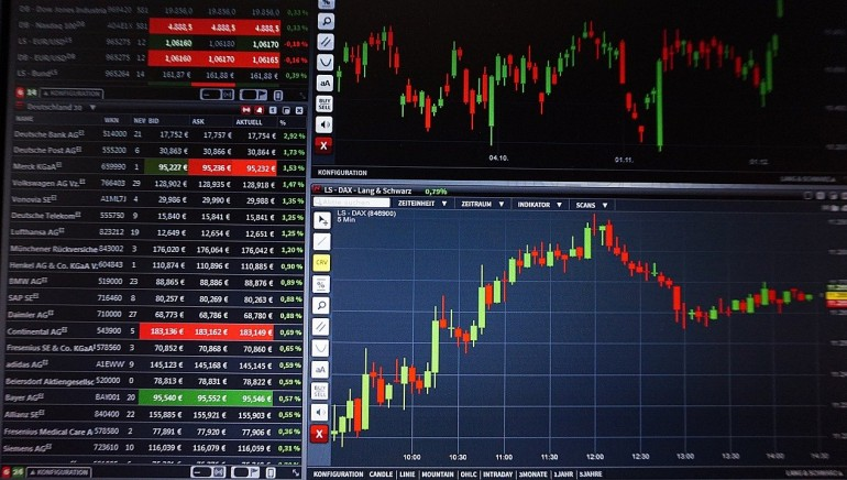 When does a trader behave efficiently in Forex?