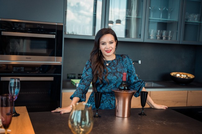 Yenny Hanley Lists 4 Things to Consider When Buying Your Dream Home in Miami
